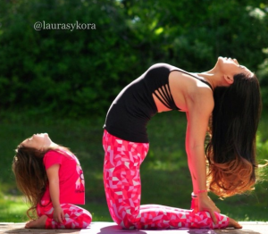 Adorable Mother and Daughter Show Off Impressive Yoga Moves   My Modern Metropolis
