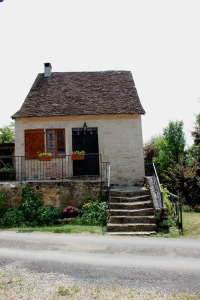 emilies-17th-century-tiny-stone-cottage-in-france-001